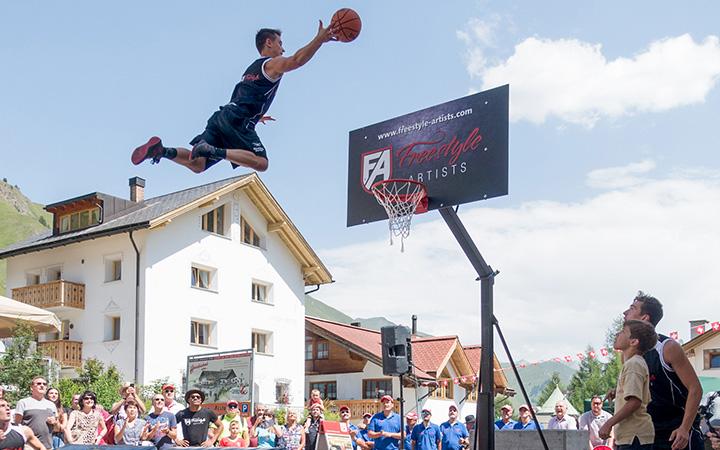 Basketball Dunking Show - Schweizer Nationalfeiertag