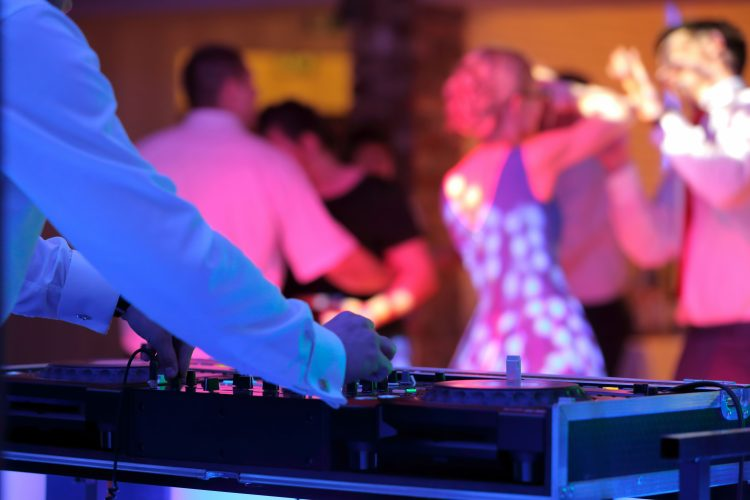 Wedding_DJ_Crowd_2